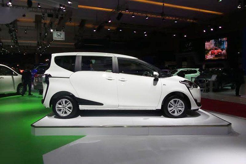 Toyota-Sienta-2