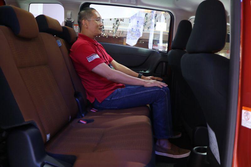 Toyota Sienta di Indonesia tidak tersedia captain-seat