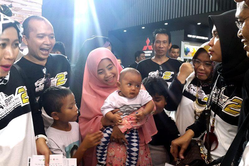 Bayi Pajero Sport Sapa Pengunjung Booth Mitsubishi