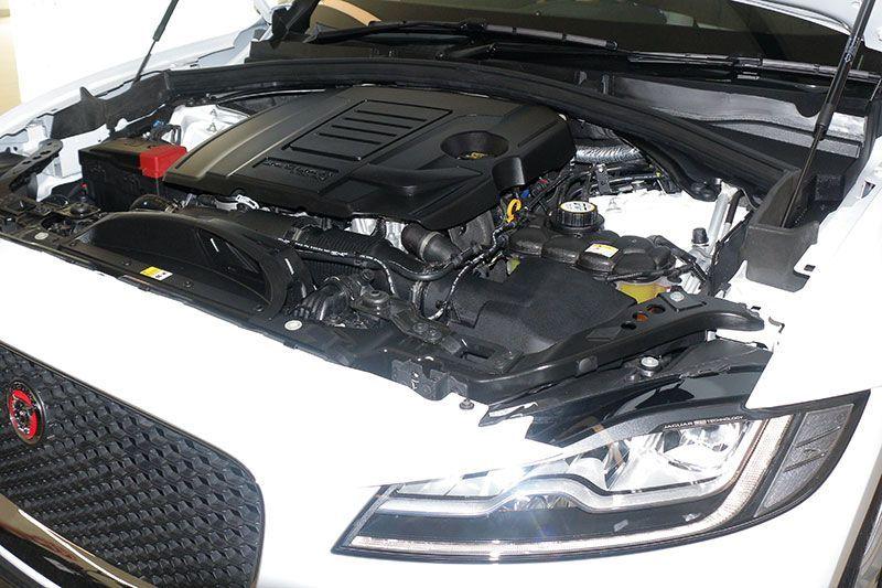Jaguar F-Pace 2.0P Prestige