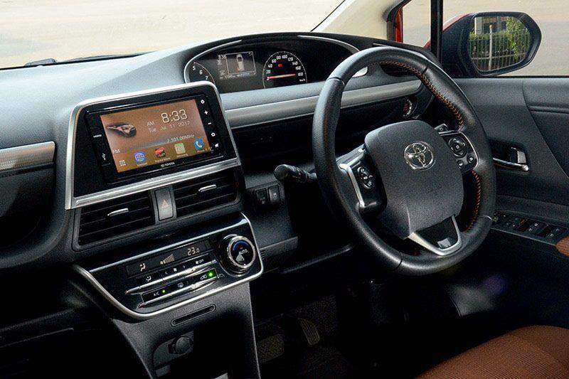 Mengeksplorasi Entertainment System Toyota Sienta