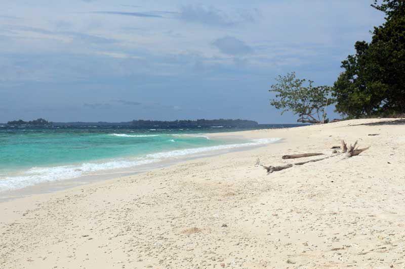 Pantai pulau tujuh