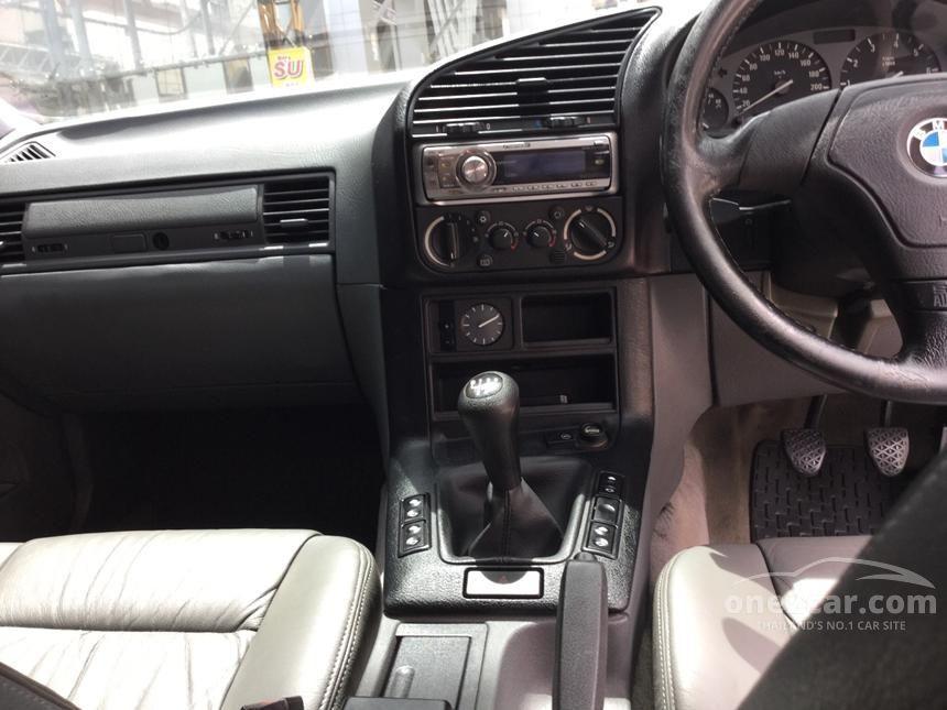 1995 BMW 318i Sedan