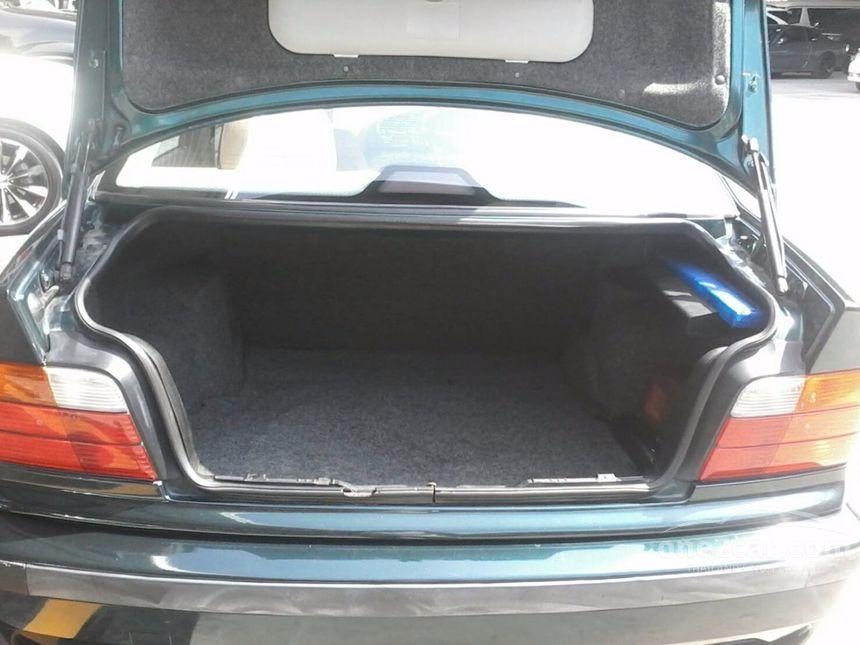 1997 BMW 318i Sedan