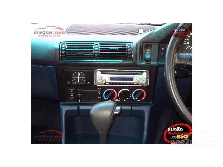 1993 BMW 525i Sedan
