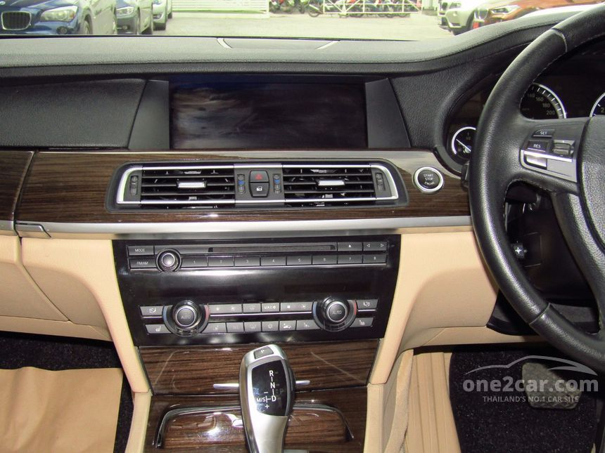 2011 BMW 730Li Sedan