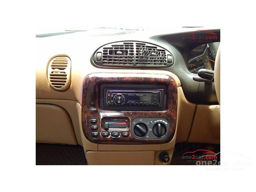 1998 Chrysler Voyager LE Wagon