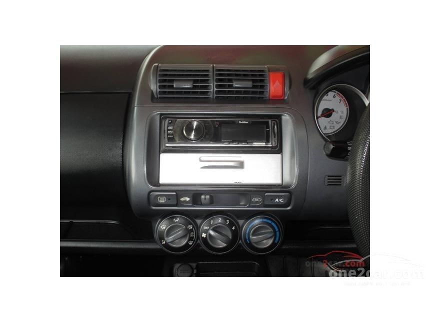 2005 Honda Jazz E Hatchback