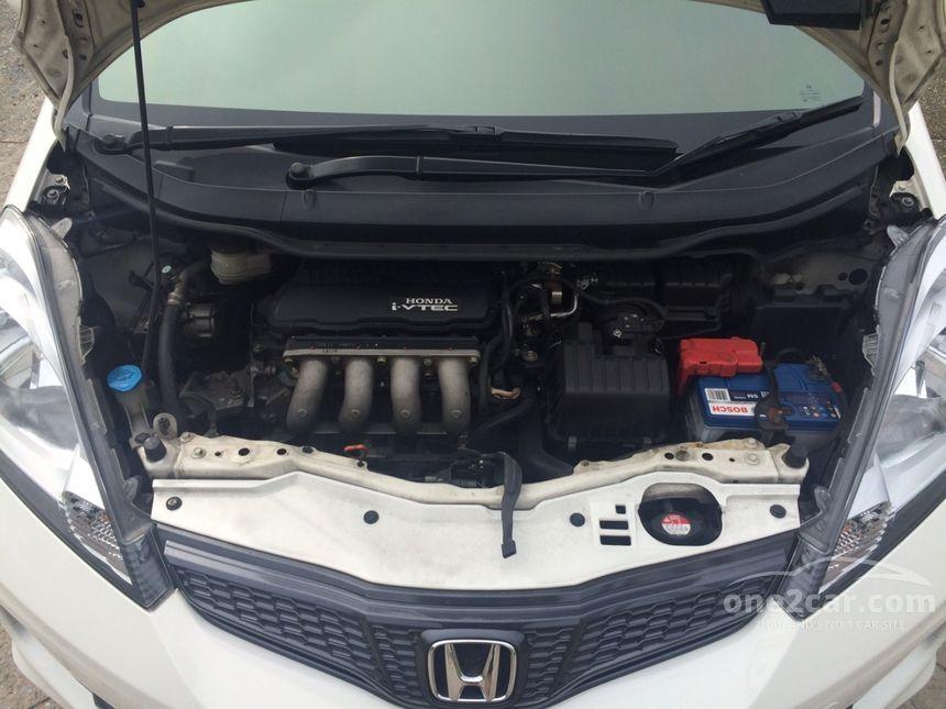 2011 Honda Jazz SV Hatchback