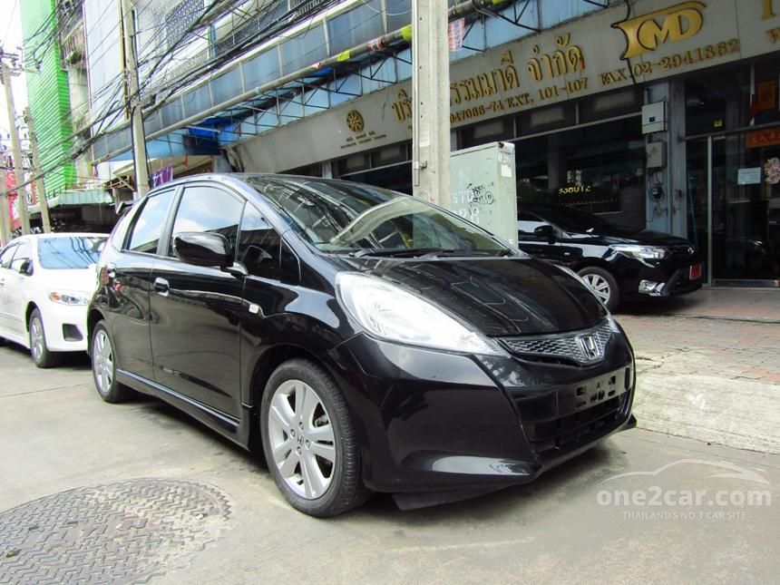2013 Honda Jazz V Hatchback
