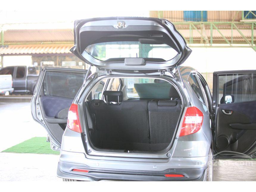 2011 Honda Jazz V Hatchback