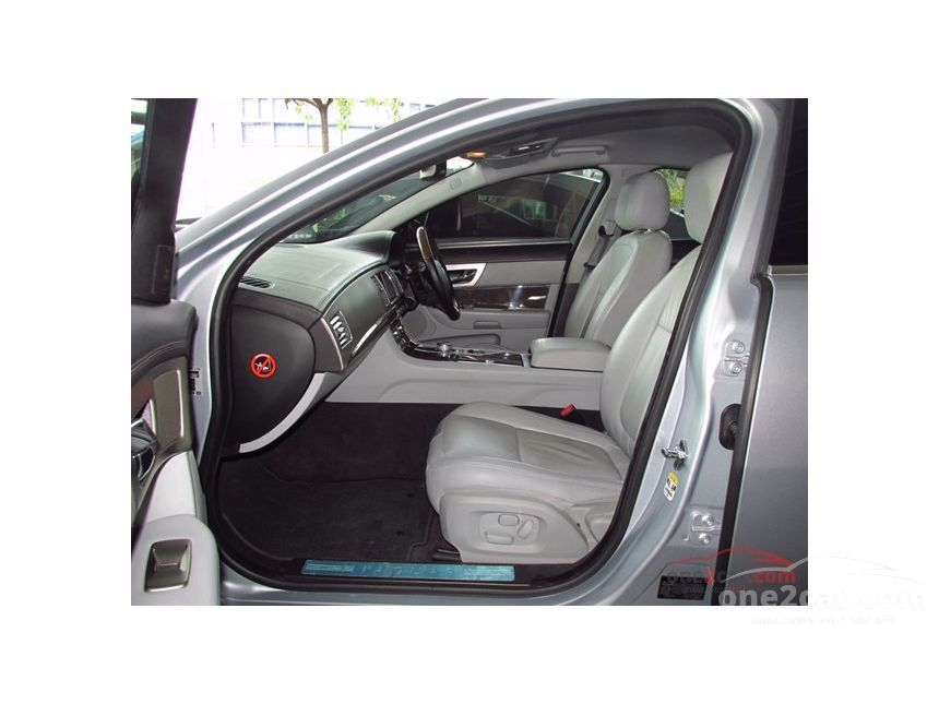 2010 Jaguar XF Premium Sedan
