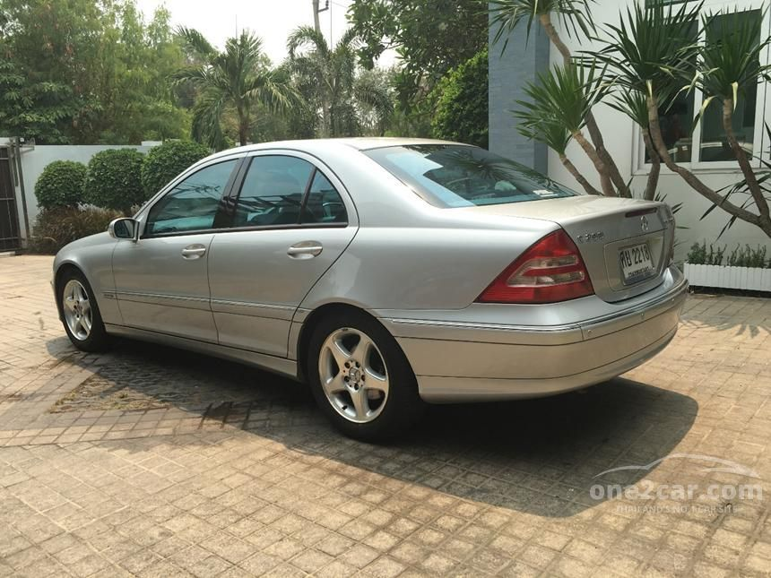 2005 Mercedes-Benz C200 Kompressor Avantgarde Sedan