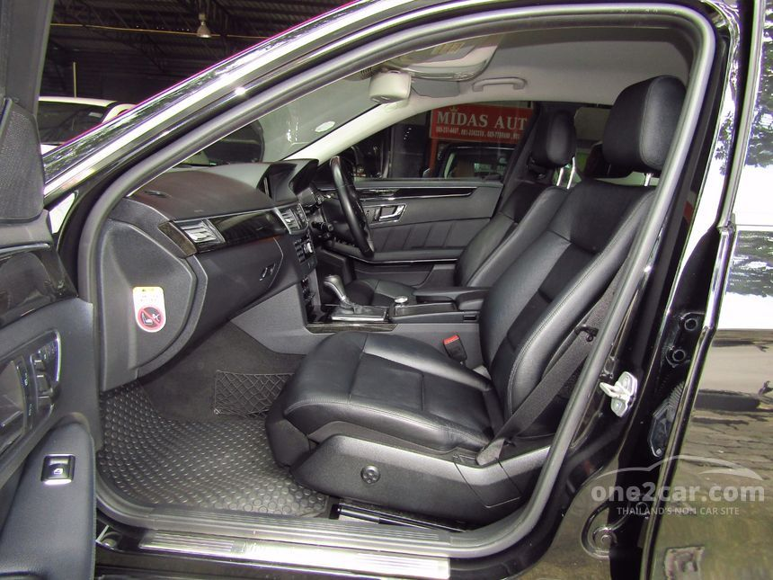 2010 Mercedes-Benz E200 CGI Sedan