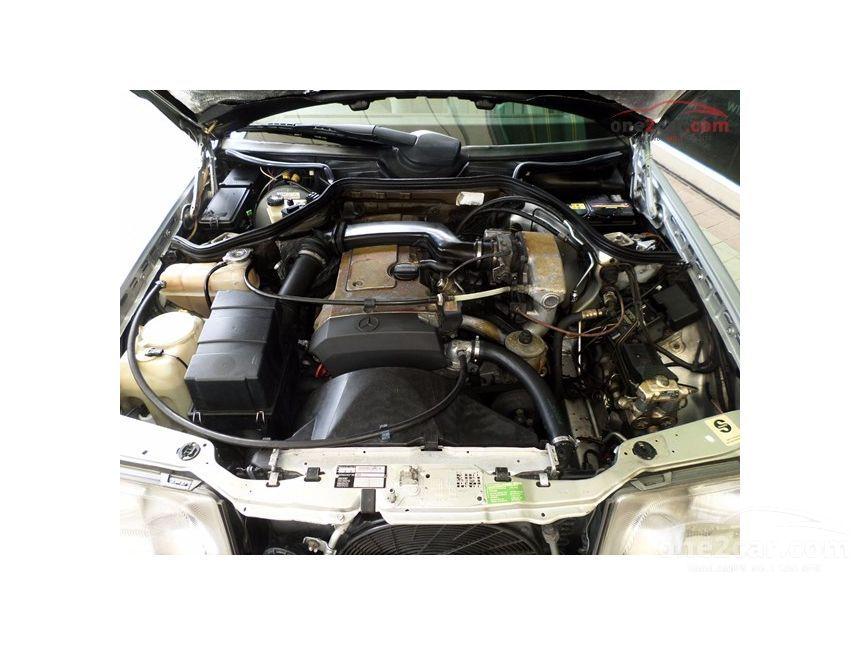 1995 Mercedes-Benz E200 Sedan