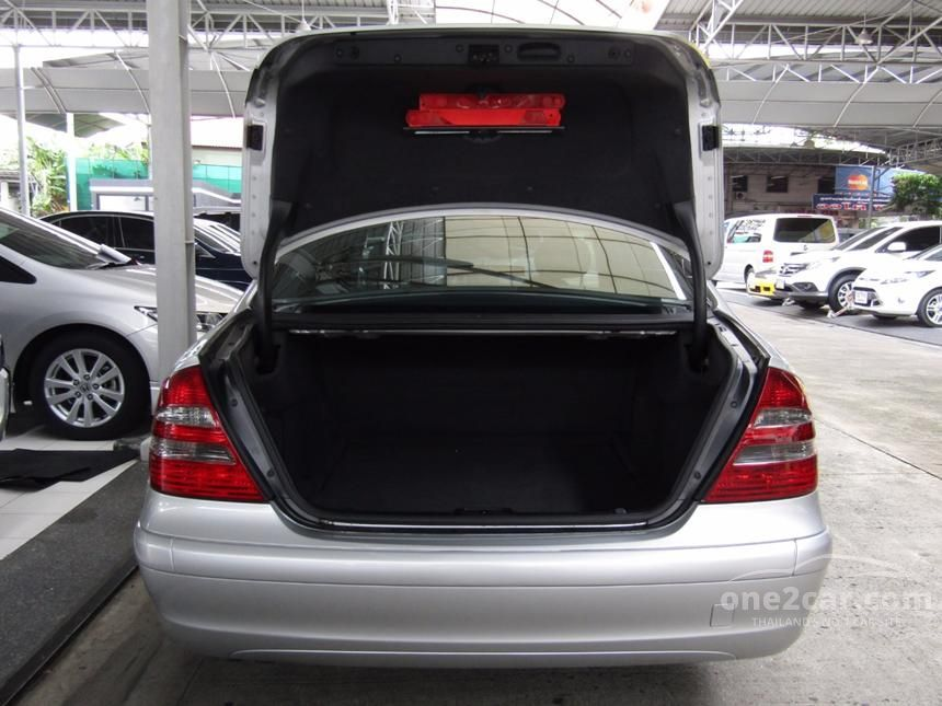 2003 Mercedes-Benz E220 CDI Classic Sedan