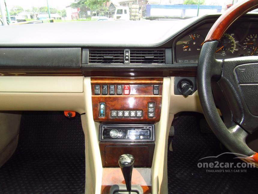 1995 Mercedes-Benz E220 Sedan