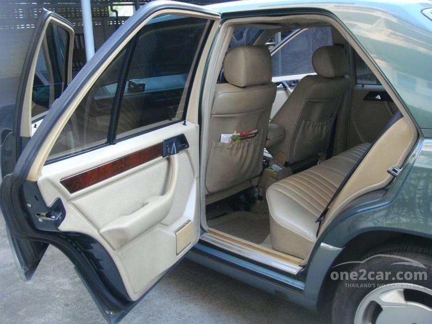 1994 Mercedes-Benz E220 Sedan