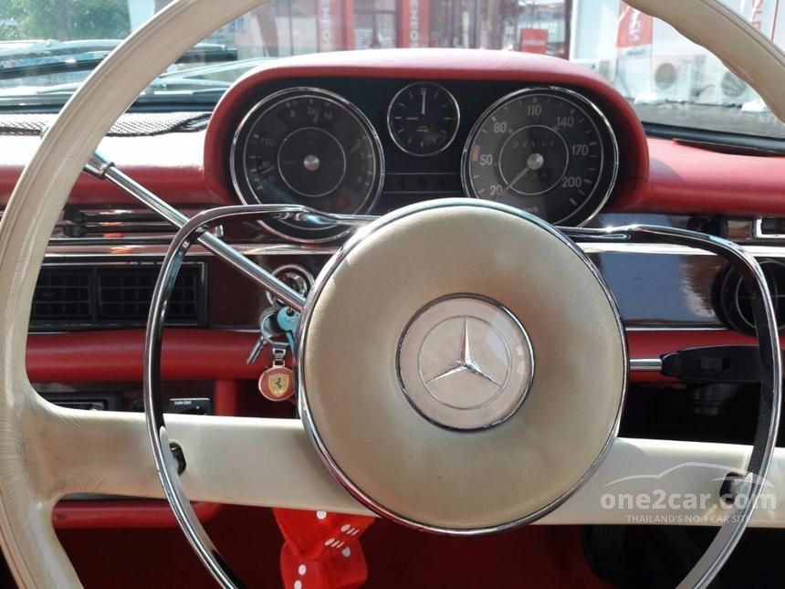 1966 Mercedes-Benz 250S Classic Sedan