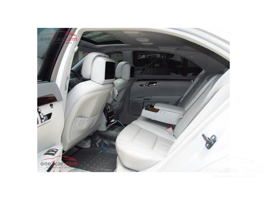 2010 Mercedes-Benz S300 Sedan