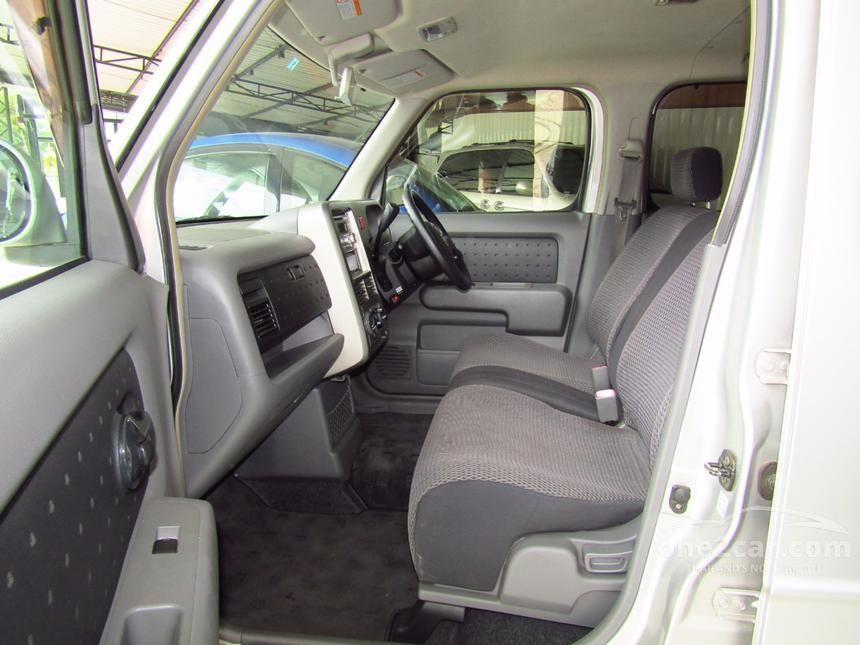 2011 Nissan Cube Z11 e-4WD Hatchback
