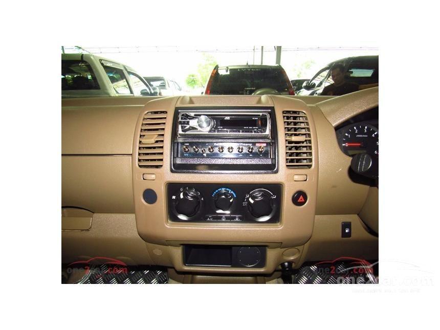 2010 Nissan Frontier Navara Calibre Pickup