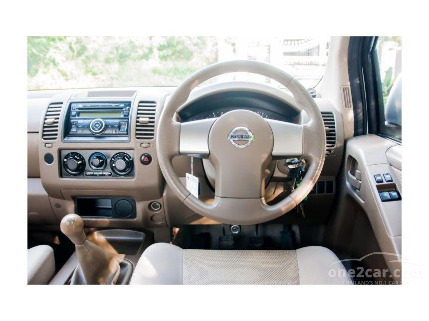 2010 Nissan Frontier Navara SE Pickup