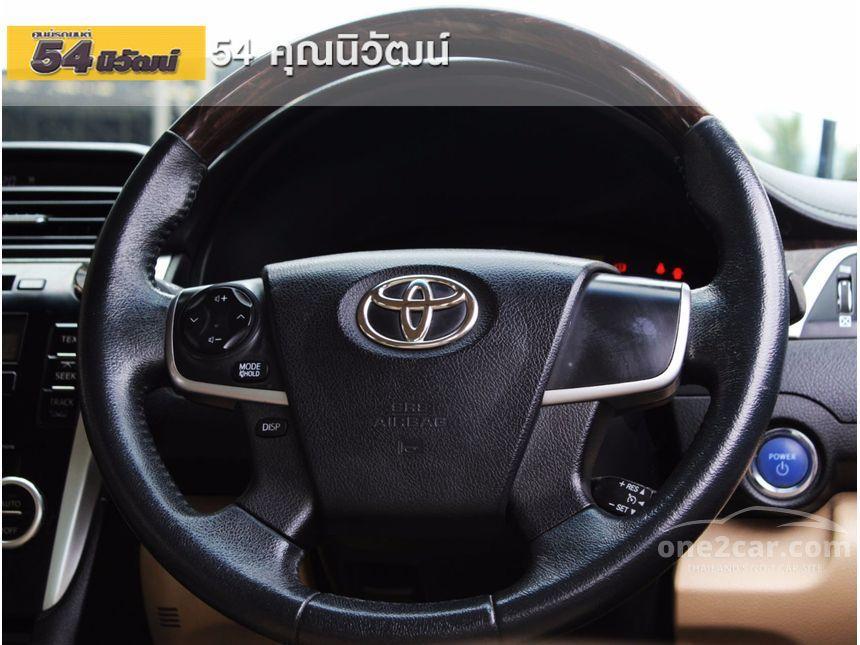 2013 Toyota Camry Hybrid Sedan