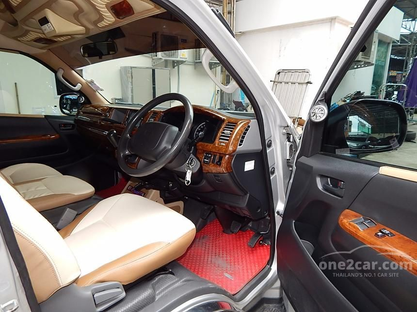 2010 Toyota Hiace D4D Van