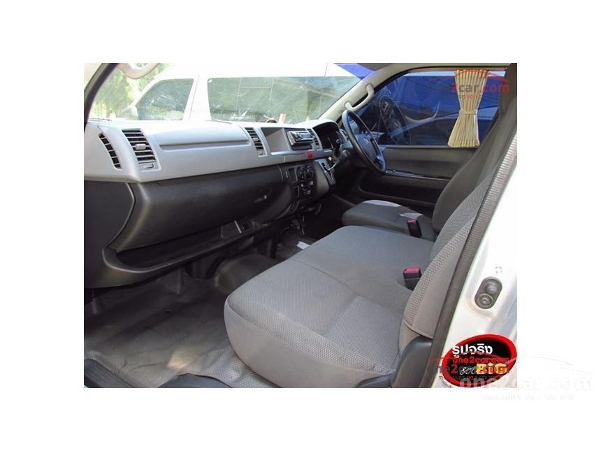 2011 Toyota HIACE VVTi Van
