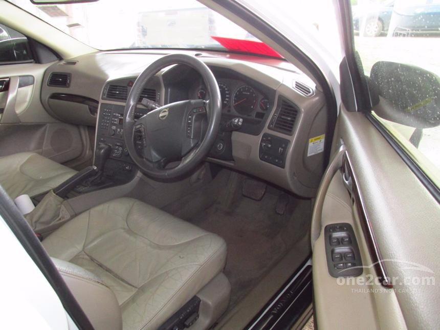 2004 Volvo V70 Wagon